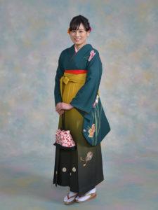 二尺袖027モスグリーン大花柄入×袴301金茶ぼかしししゅう入