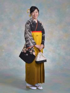 二尺袖072黒ゴールド花ふぶき×袴107からし茶ぼかし