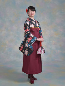 二尺袖151黒地矢羽根桜×袴004エンジ