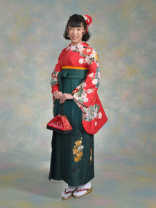 二尺袖134MPキュート赤×袴517グリーンぼかし