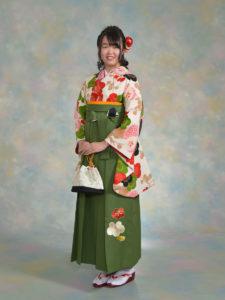 二尺袖156クリーム梅に万寿菊×袴539抹茶椿